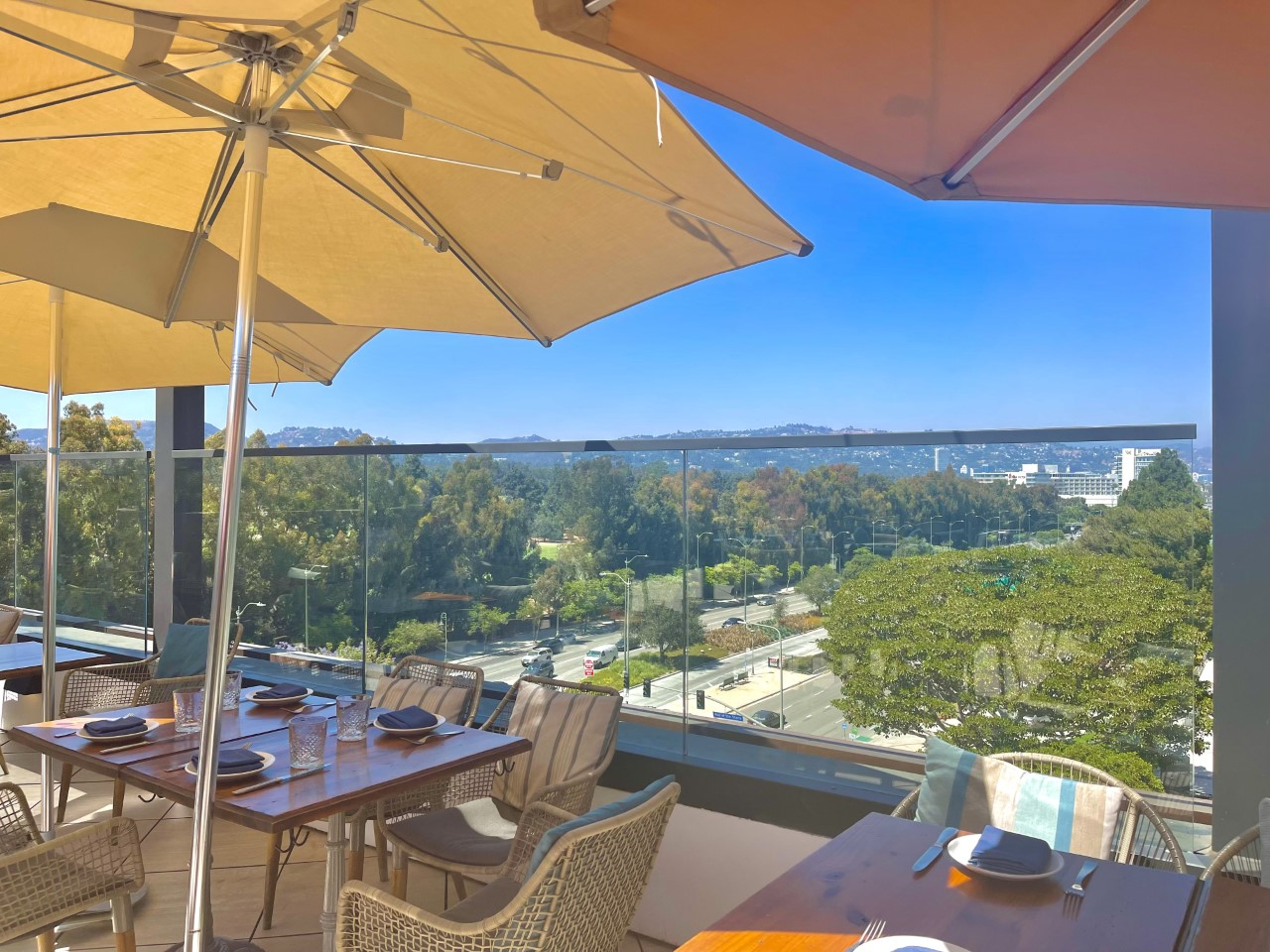 Rooftop restaurant in LA during your perfect day!